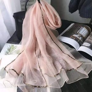 Accessories - Brand new silk and wool scarf with lace